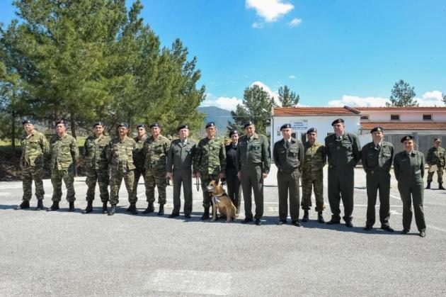 στρατιώτες Σκύλος