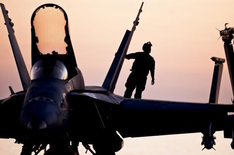 Τα `σύννεφα πολέμου` όλο και πυκνώνουν στη Μ.Ανατολή.Αποστολή ειδικών δυνάμεων από ΗΠΑ