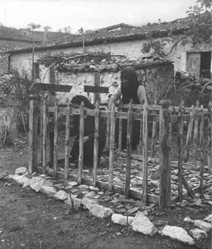 Δίστομο τάφος