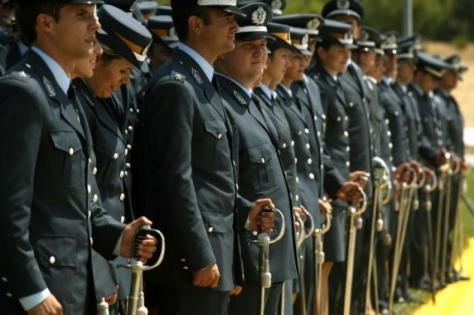 Με `λευκή απεργία` απειλούν οι αστυνομικοί. `Βράζουν` οι στρατιωτικοί!