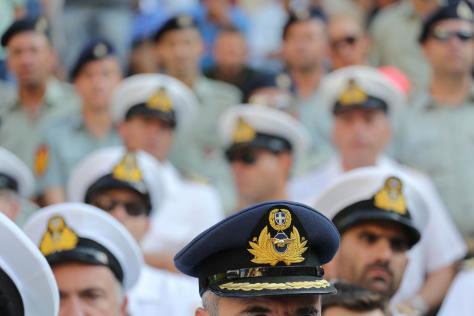 Στρατιωτικοί: `Εμείς τα νόθα της Δημοκρατίας`! Άρθρο-φωτιά από έναν αξιωματικό!