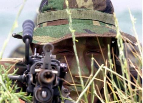 Ο εξαθλιωμένος στρατιωτικός είναι `επικίνδυνος`. Άρθρο-άποψη για τις περικοπές