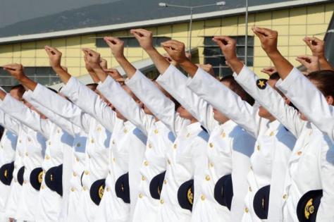 `Οι αξιωματικοί των 900 ευρώ`! Γιατί ένας νέος επιλέγει την εισαγωγή του σε στρατιωτική σχολή;