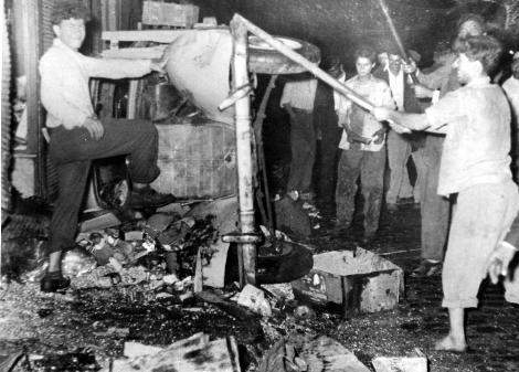 Πόλη.Σεπτεβριανά 1955.Ένα ψέμα ξυπνά τη τουρκική αγριότητα.Φωτογραφίες.