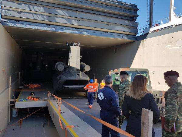 """Ελικόπτερα Chinook: 'Εφτασαν τα """"δώρα"""" του """"θείου Σαμ"""""""