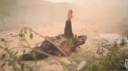 βίντεο των New York Times. Τα πλάνα είναι σκληρά και αποδεικνύουν τη σκληρότητα των μαχών μεταξύ των δυνάμεων του Καντάφι και των αντικαθεστωτικών.