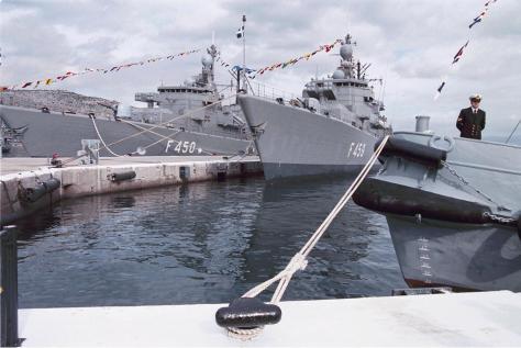 Γιατί αποσύρονται 47 αεροσκάφη, 11 πλοία του Στόλου ,400 άρματα από την στιγμή που δεν μπορούμε να τα αντικαταστήσουμε ;