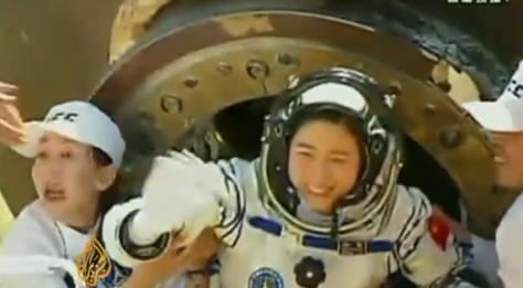 Γύρισε η Κινέζα από το διάστημα.Βίντεο