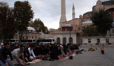 Κάποιοι μα@άκες φασίστες Τούρκοι θέλουν την ΑΓΙΑ ΣΟΦΙΑ τζαμί.