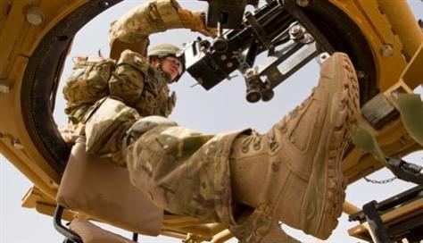 Οι Βρετανοί στρατιώτες θα φορούν τούρκικες μπότες.