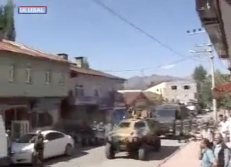 ΒΙΝΤΕΟ :Οι Τούρκοι υπέστειλαν τη σημαία σε φυλάκιο με απαίτηση Κούρδων!
