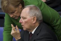 Σόϊμπλε: `Ξεχάστε νέο κούρεμα του ελληνικού χρέους`