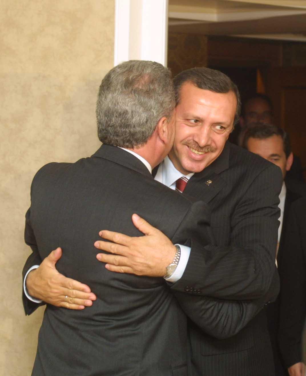 Αγκαλιές Αβραμόπουλου - Ερντογάν όταν ο Ταγίπ ήταν έτοιμος για ...