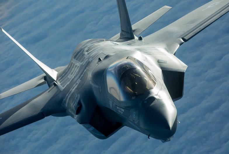 """F-35: Τι θα πρόσφερε στην ΠΑ η απόκτηση της υπο-έκδοσης """"B"""" του stealth μαχητικού"""