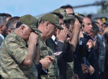 Το δάκρυ του τούρκου αρχηγού ενόπλων Δυνάμεων προκάλεσε μεγάλες αντιδράσεις.