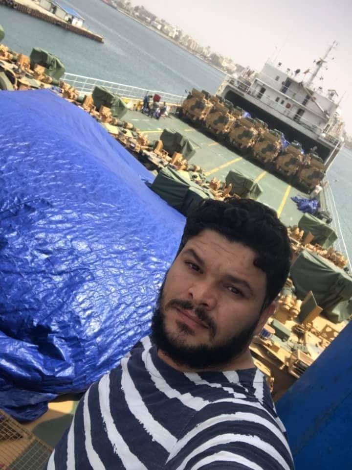 Λίβυοι στρατιώτες «ποζάρουν» με τα τουρκικά όπλα που «σπάνε» το εμπάργκο όπλων του ΟΗΕ...