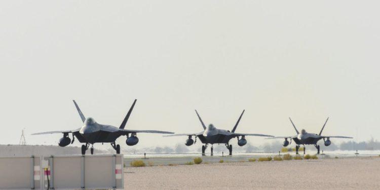 F-22: Φέρνουν το «βαρύ χαρτί» οι ΗΠΑ στο Κατάρ για να πιέσουν το Ιράν – ΦΩΤΟ