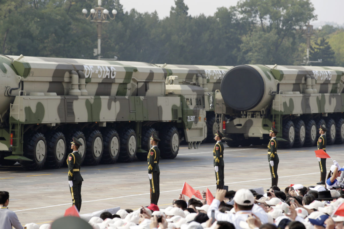 Αξιωματικός των ΗΠΑ «αδειάζει» το Πεκίνο: Μακάρι να επενδύουν σε…βαλλιστικούς πυραύλους [pics,vid]