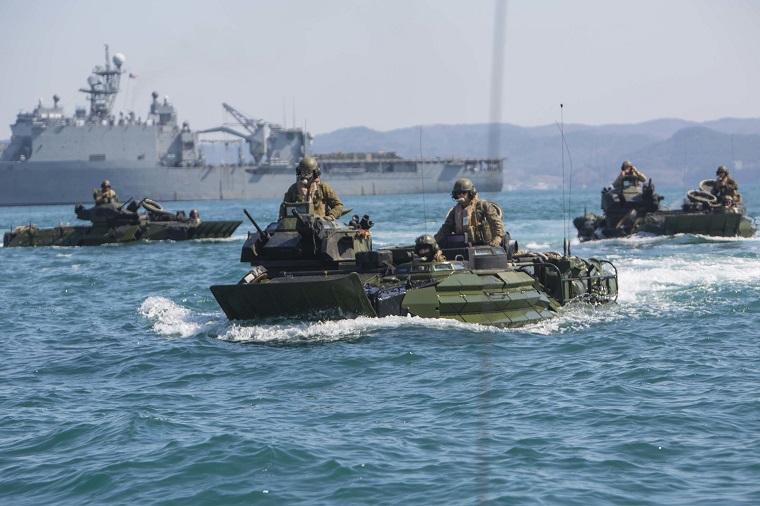 Οι ΗΠΑ «θωρακίζονται» σε στεριά και θάλασσα – Νέα αμφίβια οχήματα για τον στρατό τους.....
