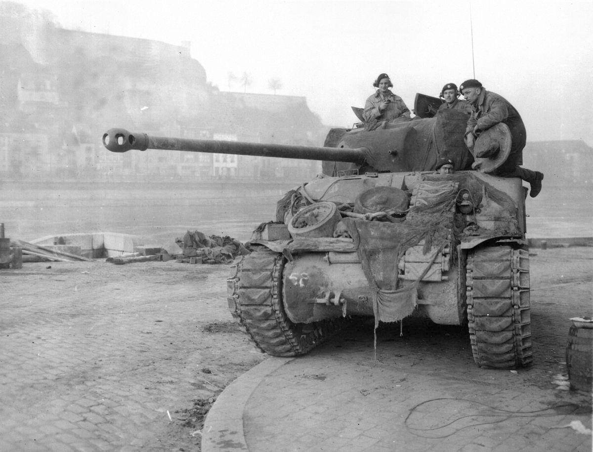 Βετεράνος του Β 'Παγκοσμίου Πολέμου μαρτυρά πως έζησε τον Πόλεμο μέσα από το τεθωρακισμένο του...
