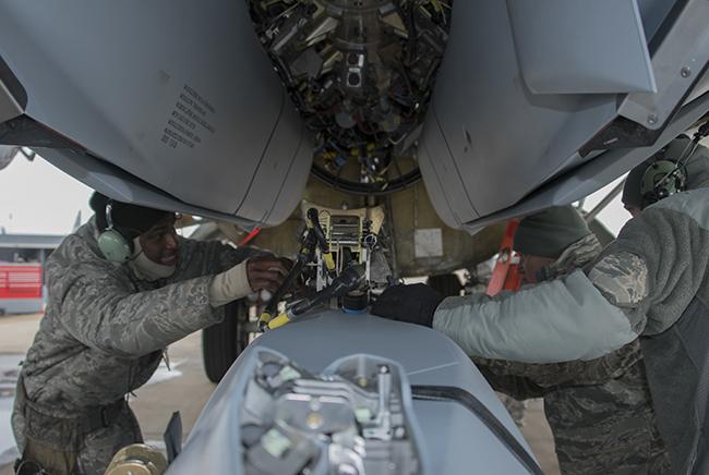 To «χρυσό σμήνος» αποκαθήλωσε το «γκρίζο λύκο» – Αυτό είναι το νέο όπλο της USAF [pics]