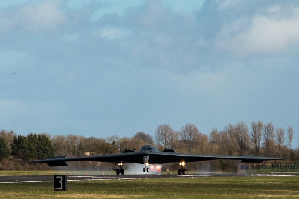 B-2: 32 χρόνια από την πρώτη πτήση του πιο «κλασικού» stealth αεροσκάφους των ΗΠΑ [pics]