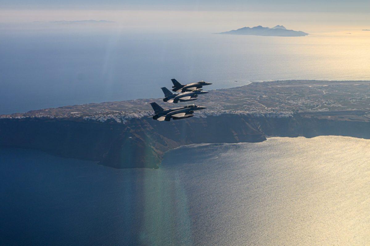 Ολοκληρώθηκε η συνεκπαίδευση της Πολεμικής Αεροπορίας των ΗΑΕ με τις ελληνικές Ένοπλες Δυνάμεις ....