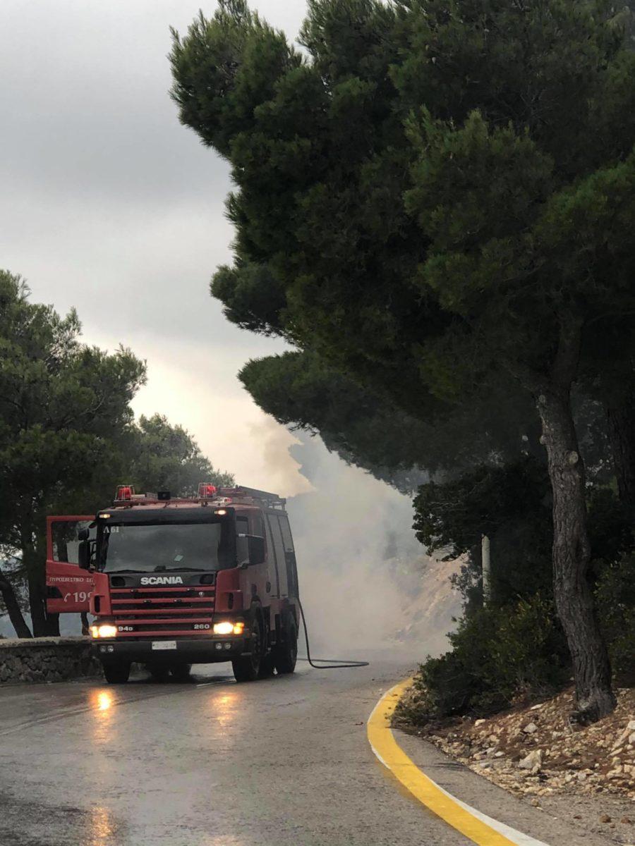 Συναγερμός στι; Ένοπλες Δυνάμεις: Τυλίχθηκε στις φλόγες στρατιωτικό όχημα στην Πάρνηθα [pics]