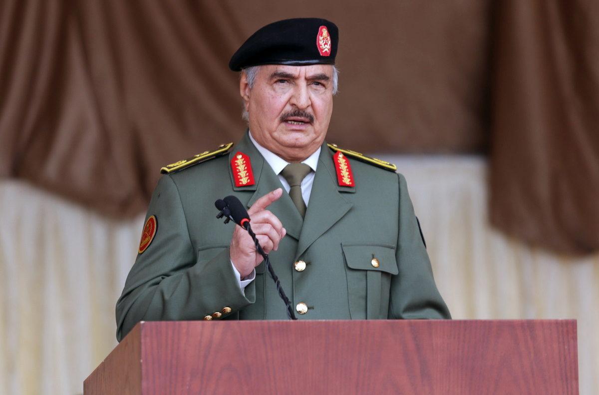 Λιβύη: Ο Στρατάρχης Χάφταρ «στόχος» της επίσκεψης Ακάρ