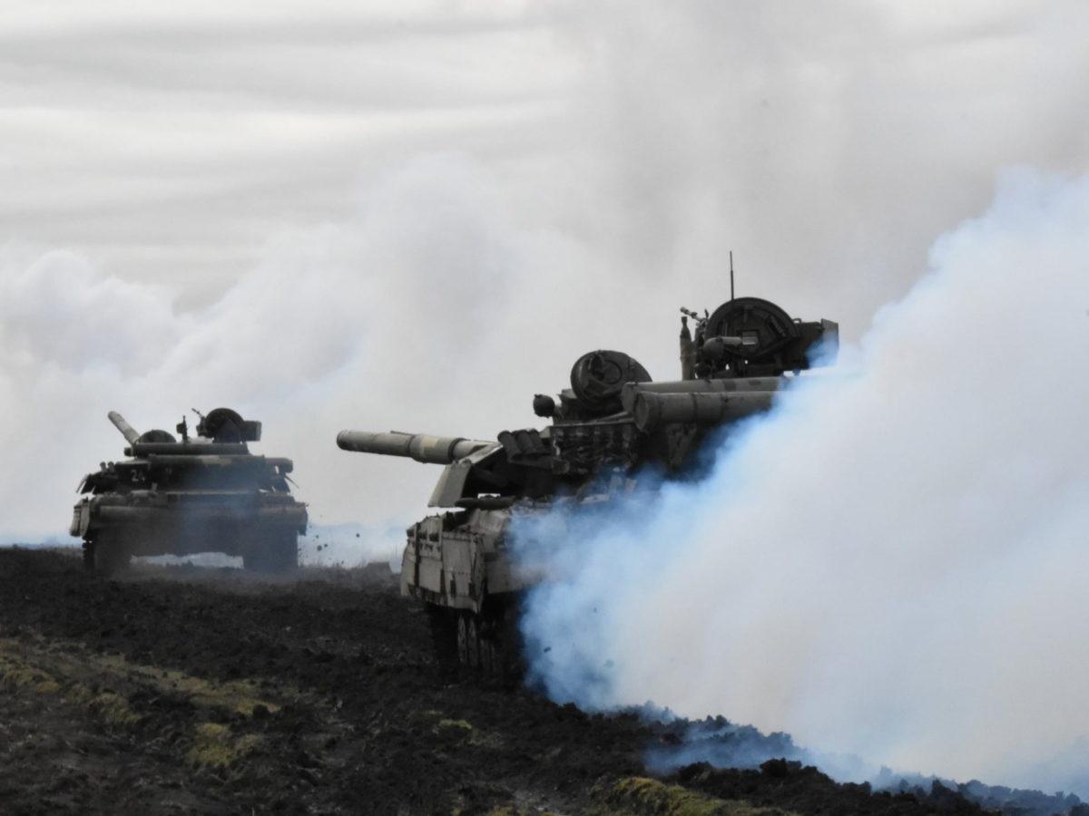 Σε επιφυλακή είναι Ρωσία και Ουκρανία που κάνουν διαρκώς στρατιωτικά γυμνάσια [pics]