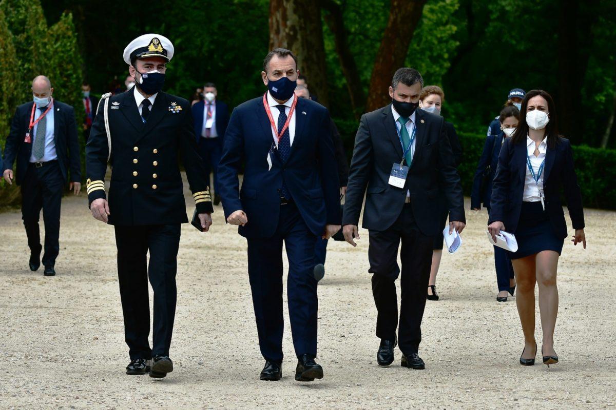 Θέμα αμοιβαιότητας και αλληλεγγύης έθεσε στην ΕΕ ο ΥΠΕΘΑ – Κατ' ιδίαν συναντήσεις με τις υπουργούς Άμυνας Γαλλίας και Ολλανδίας