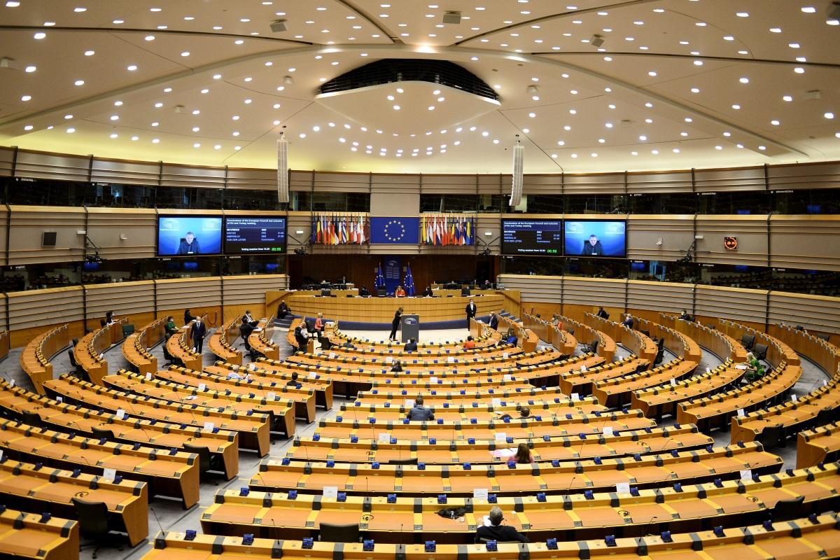 Ευρωβουλή: Με 480 ψήφους «υπέρ» ζητά την αναστολή των