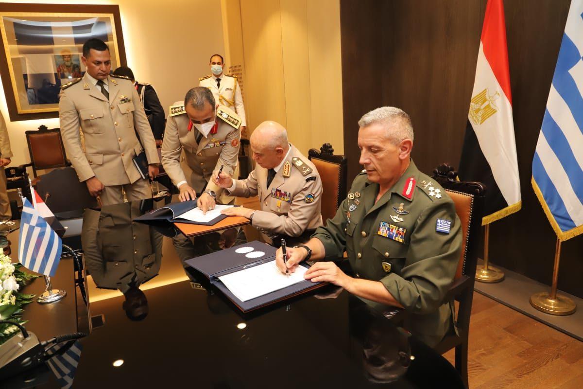 Α/ΓΕΕΘΑ: Σε θερμό κλίμα η συνάντηση Φλώρου και Αιγύπτιου Α/ΓΕΕΔ – Τι συμφωνία υπέγραψαν [pics,vid]