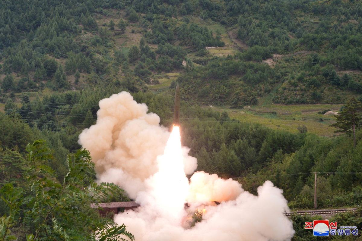 «Λύθηκε το μυστήριο»: Η Βόρεια Κορέα εκτόξευσε τους βαλλιστικούς πυραύλους μέσα από τρένο [pics]